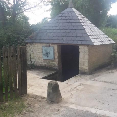 Vallans - La fontaine du Petit Village