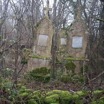 iti Des cimetières familiaux